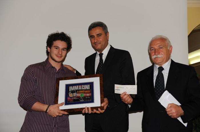 Immagini a confronto 2010 XXII Edizione - Tommaso Landucci con il suo SALIM premiato dal presidente Franco Marcianò e dal sindaco Rocco La Valle