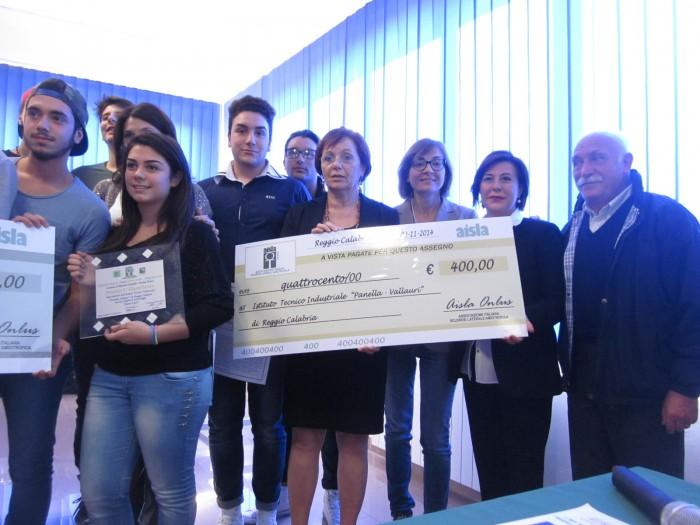 """IMMAGINI A CONFRONTO - PREMIAZION SEZIONE SPECIALE AISLA -Primo Premio al video dell'ITT """"Panella – Vallauri"""", dal titolo """"Insieme si può"""""""